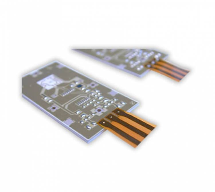 Lötung einer Flexfolie auf einer Aluminiumoxid-Leiterplatte